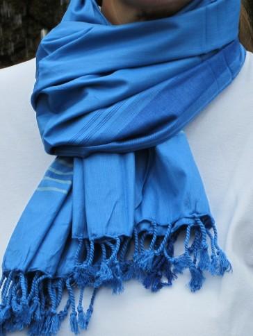 Blau in Blau ist der Schal-Kikoy