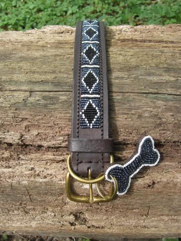 Schwarz-weißes afrikanisches Hundehalsband