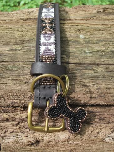 Kupfer-Schwarz-Weiß im afrikanischen Hundehalsband