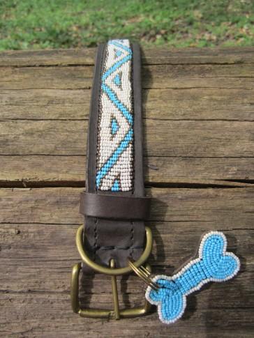 Afrika-Halsband in Weiß-Türkis, Leder mit Perlen