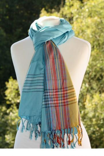 Schal in der Farbe Laguna-Blau