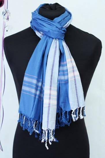 Schal in Kornblumenblau
