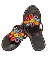 Regenbogenbunte Sandale