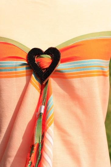 Apricotfarbener Kikoy als Wickelkleid