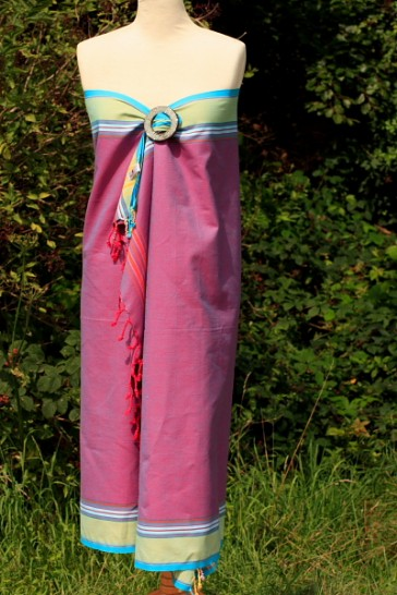 Wickelkleid aus Kikoy in Brombeer-Grün