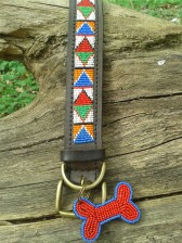 Afrikanische Farben im Halsband