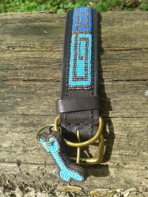 Blaufarbenes Hundehalsband aus afrika